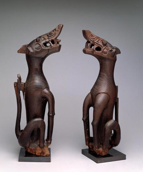Pair of mythical animals (ask)