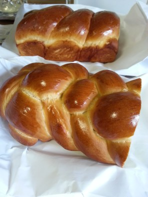 challah and pan bread