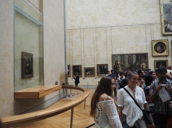 """New view of Leonardo Da Vinci's """"Mona Lisa."""" One where no one is actually looking at it."""